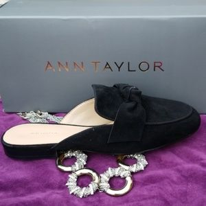 NEW Ann Taylor Black Suede Bow Slide Mule 7.5 CUTE